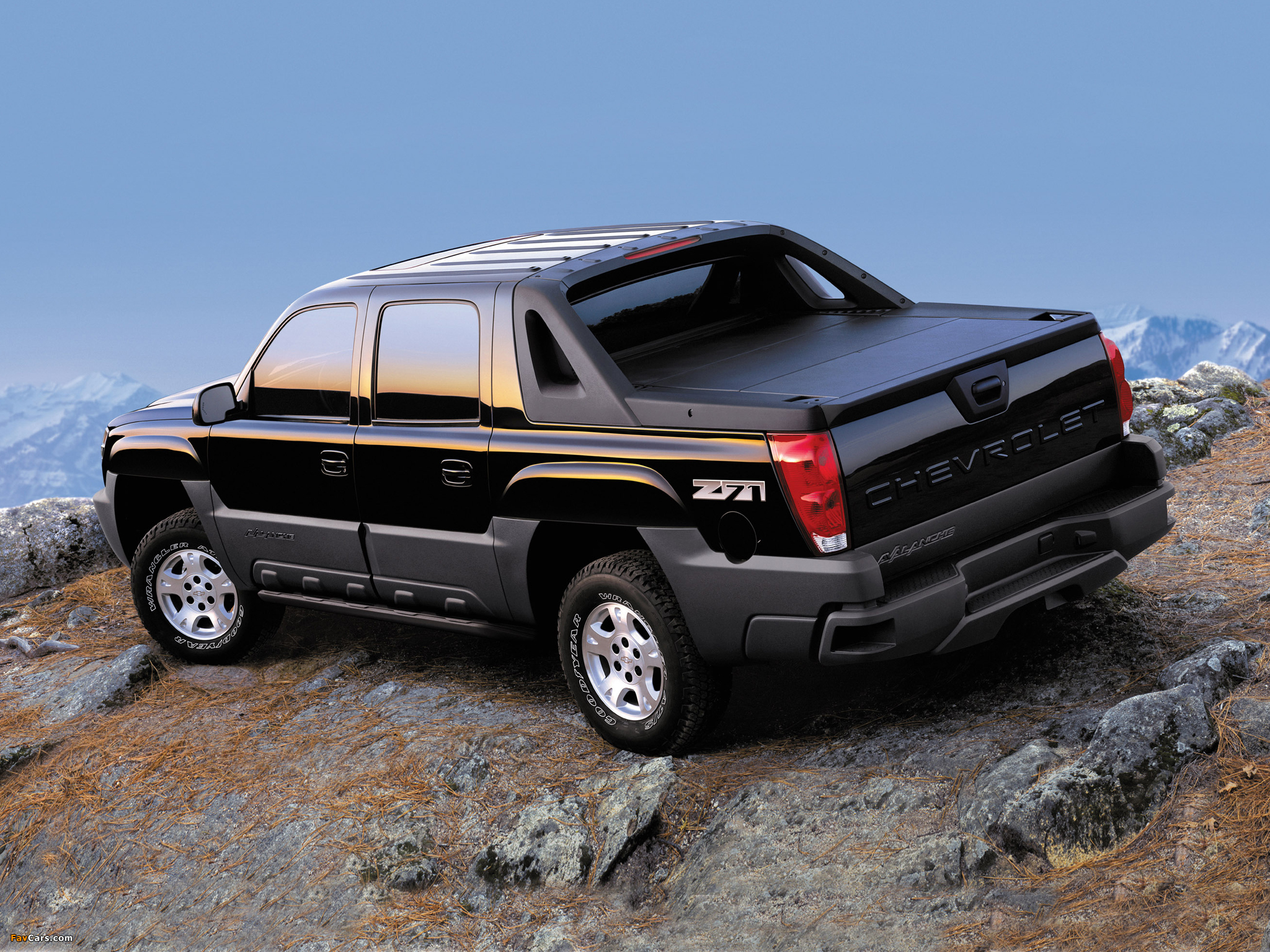 Chevrolet Avalanche Z71 2002–06 wallpapers (2048 x 1536)