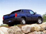 Pictures of Chevrolet Avalanche Z71 2002–06