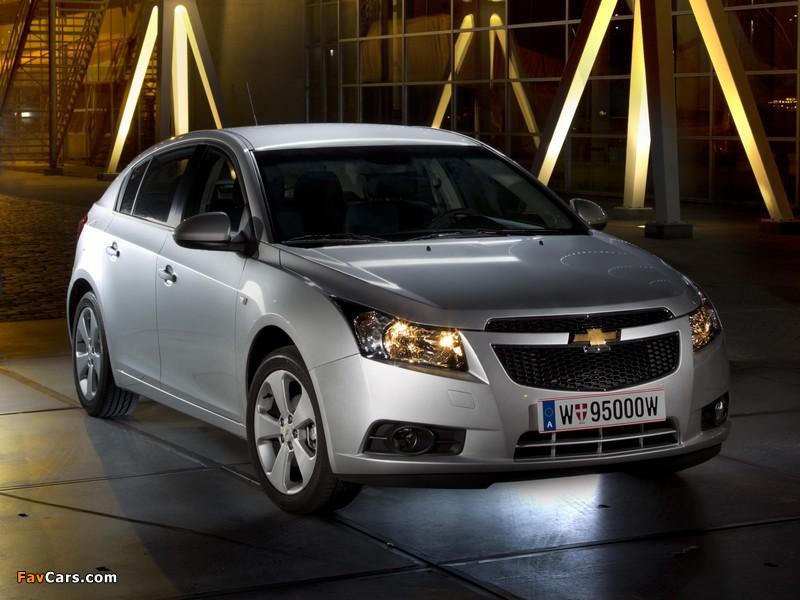Chevrolet Cruze Hatchback (J300) 2011–12 images (800 x 600)