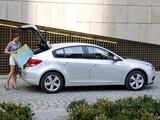 Chevrolet Cruze Hatchback (J300) 2011–12 photos