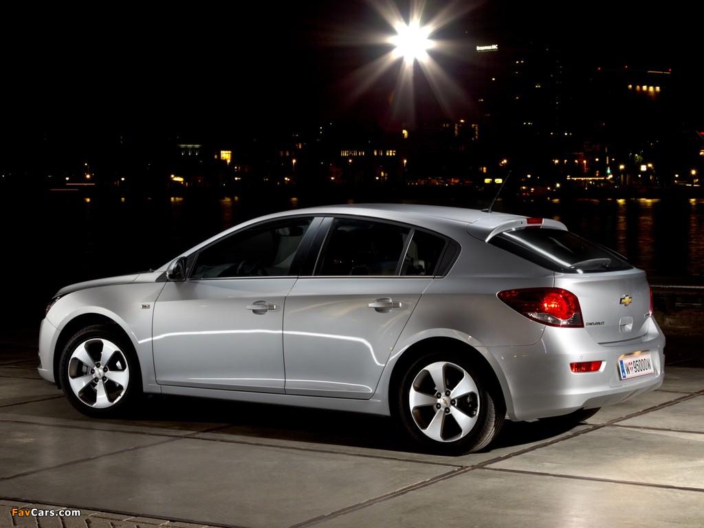 Chevrolet Cruze Hatchback (J300) 2011–12 photos (1024 x 768)