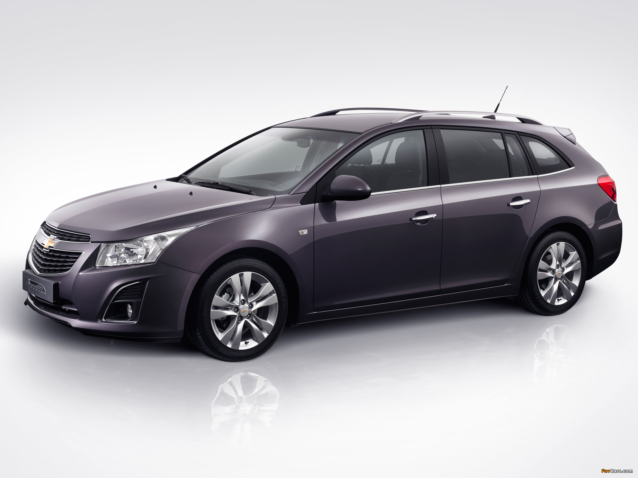 Images of Chevrolet Cruze Station Wagon (J300) 2012 (2048 x 1536)