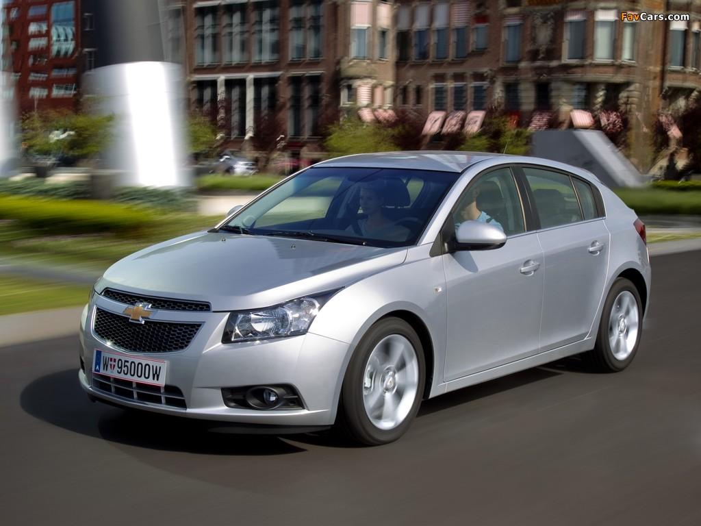 Pictures of Chevrolet Cruze Hatchback (J300) 2011–12 (1024 x 768)