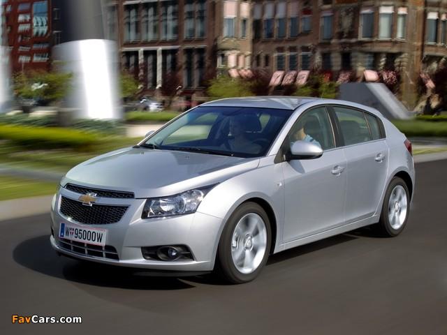 Pictures of Chevrolet Cruze Hatchback (J300) 2011–12 (640 x 480)