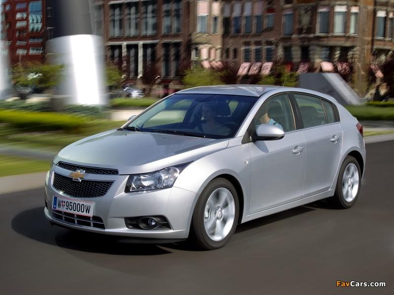 Pictures of Chevrolet Cruze Hatchback (J300) 2011–12 (800 x 600)