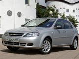 Images of Chevrolet Lacetti Hatchback UK-spec 2004–11