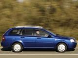 Photos of Chevrolet Lacetti Wagon UK-spec 2004–11
