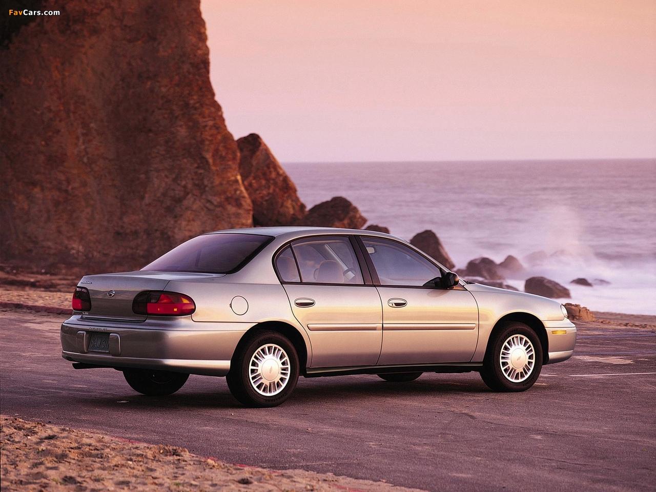 Photos of Chevrolet Malibu 2000–04 (1280 x 960)