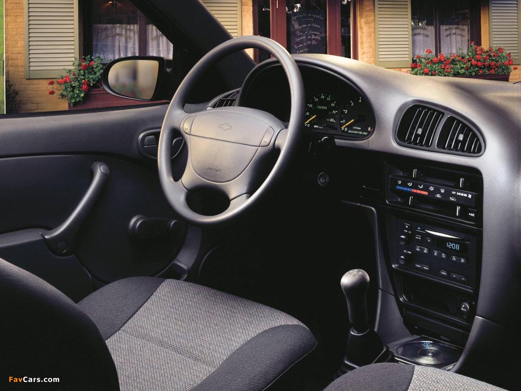 Pictures of Chevrolet Metro Sedan 1998–2001 (1024 x 768)