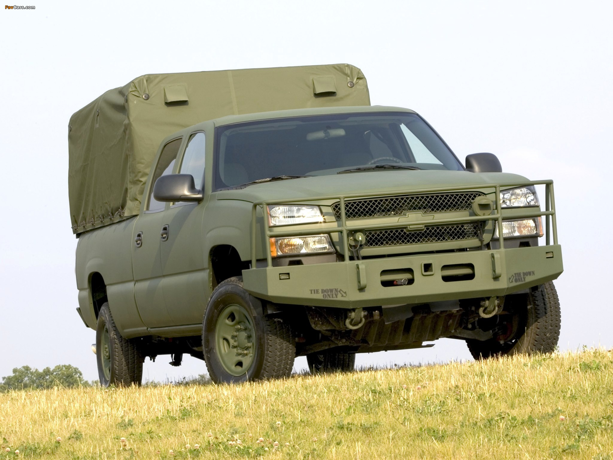 Chevrolet Silverado Military Vehicle 2004–06 wallpapers (2048x1536)