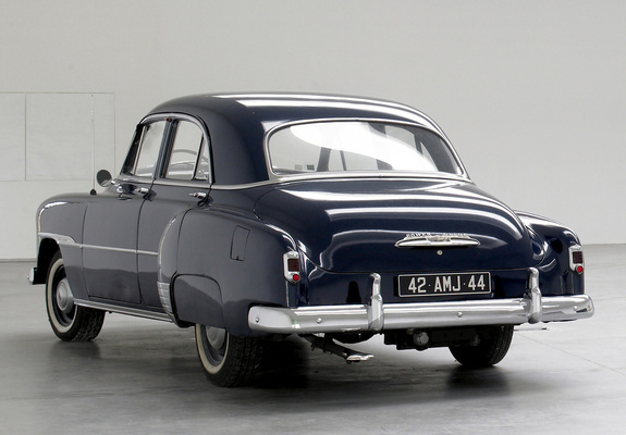& Chevrolet Styleline DeLuxe 4-door Sedan 1951 images