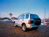 Chevrolet Tracker 1999–2004 wallpapers