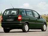 Photos of Chevrolet Zafira (A) 2001–02