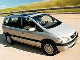 Pictures of Chevrolet Zafira (A) 2001–02