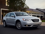 Pictures of Chrysler 200 2010