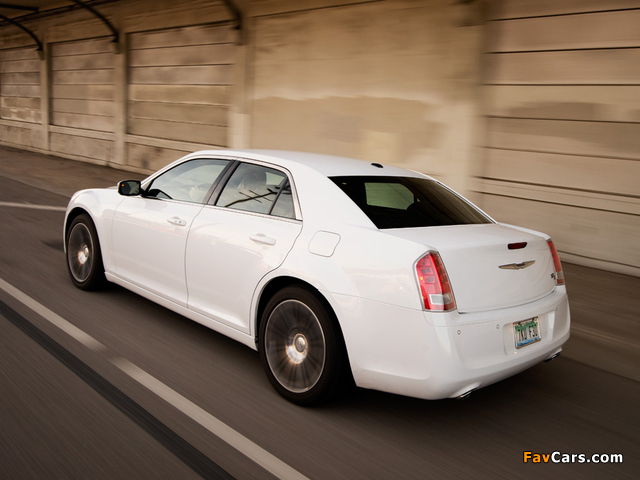 Pictures of Chrysler 300S 2011–14 (640 x 480)