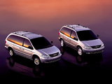 Chrysler Town & Country & Voyager 2000-04 images