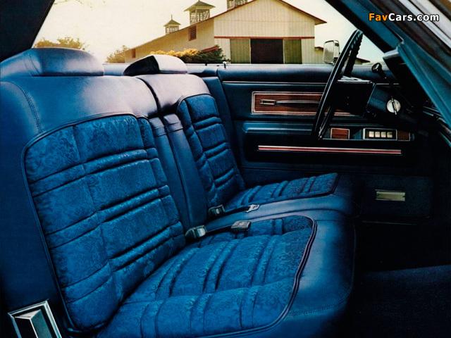 Photos of Chrysler New Yorker 2-door Hardtop 1971 (640 x 480)
