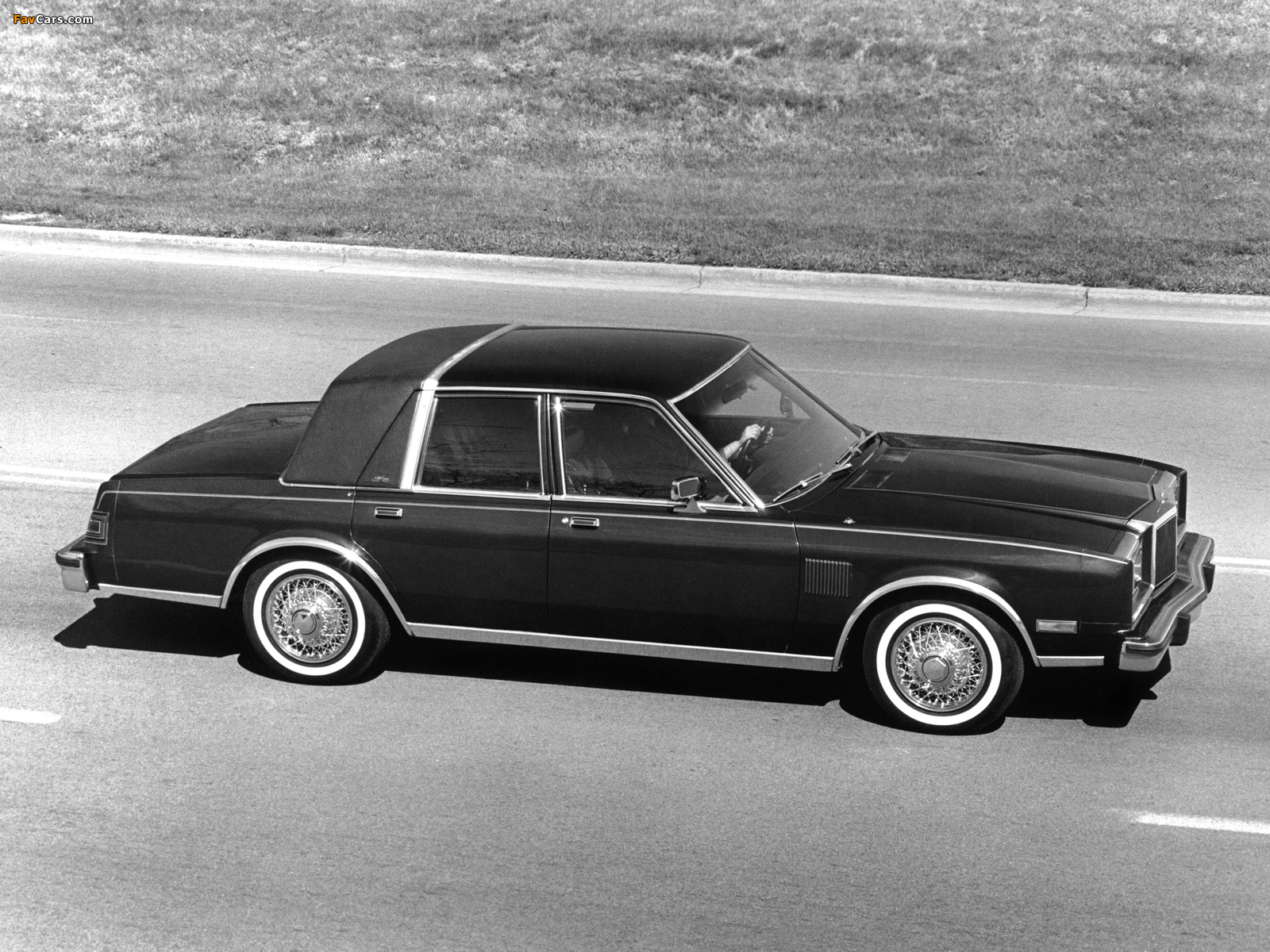 Pictures of Chrysler New Yorker Fifth Avenue Edition 1982 (1600 x 1200)