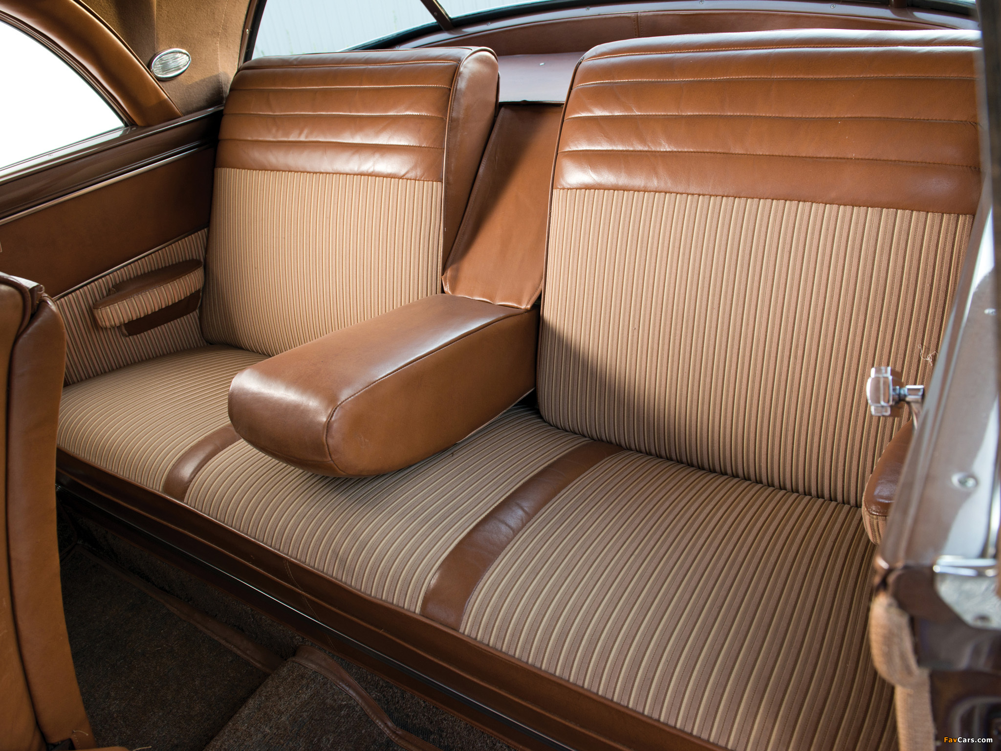 Chrysler Town & Country Newport Coupe 1950 wallpapers (2048 x 1536)