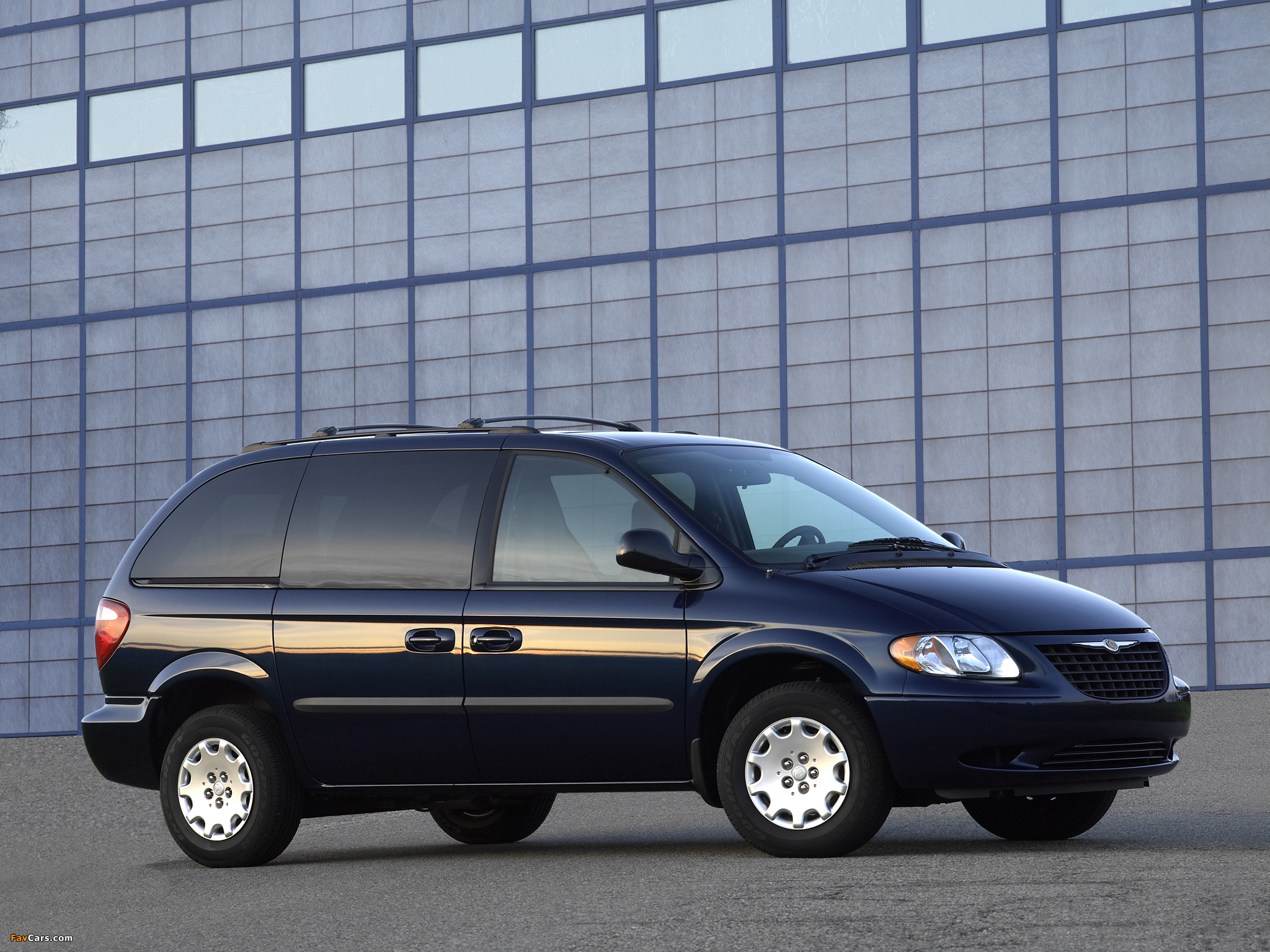 Chrysler Town & Country 2004–07 wallpapers (2048 x 1536)