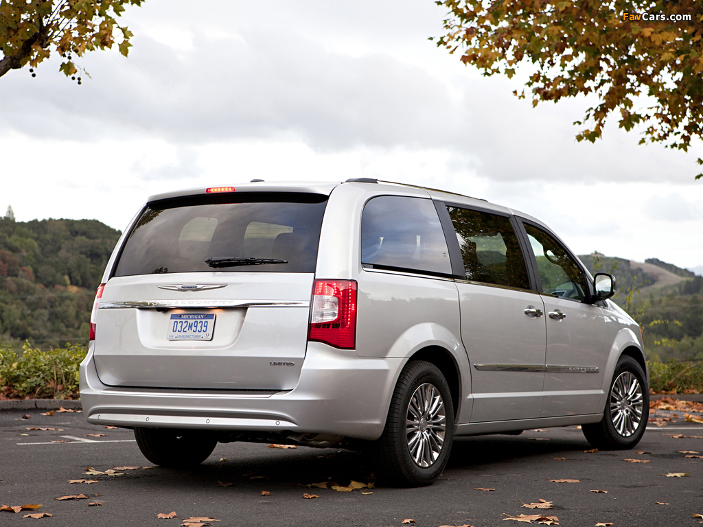 Chrysler Town & Country 2010 wallpapers (1024 x 768)