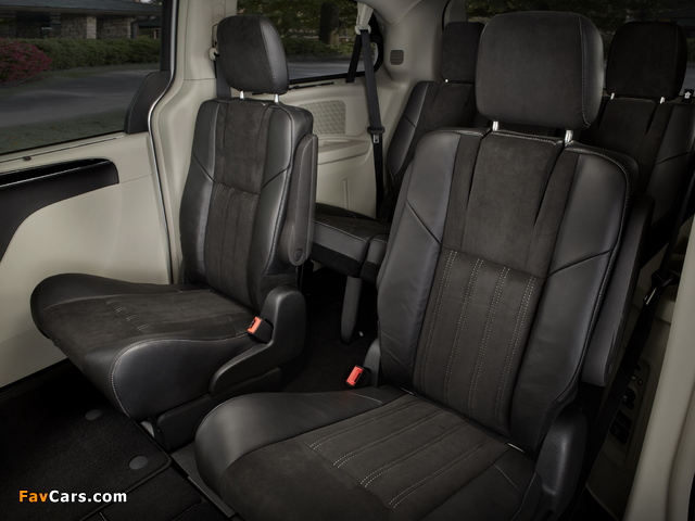Chrysler Town & Country 30th Anniversary 2013 pictures (640 x 480)