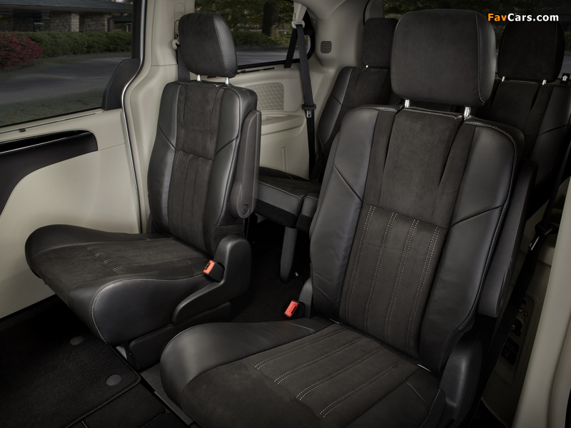 Chrysler Town & Country 30th Anniversary 2013 pictures (800 x 600)