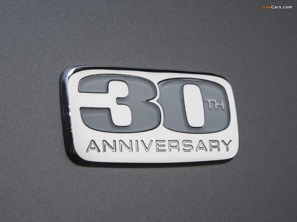 Chrysler Town & Country 30th Anniversary 2013 wallpapers (1024 x 768)