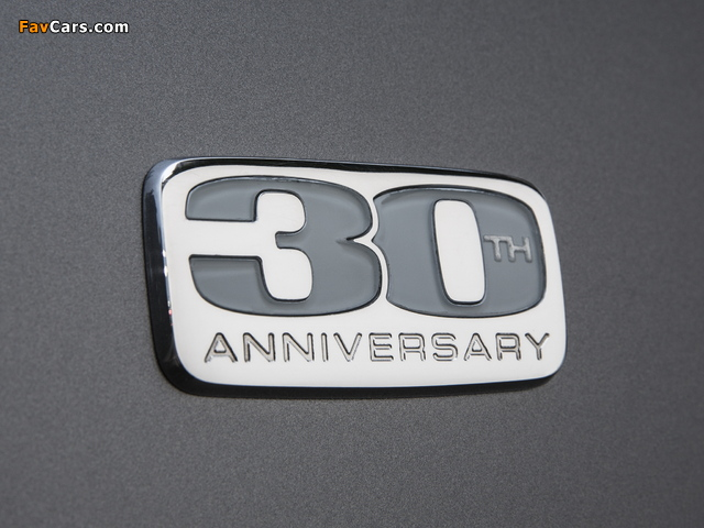 Chrysler Town & Country 30th Anniversary 2013 wallpapers (640 x 480)