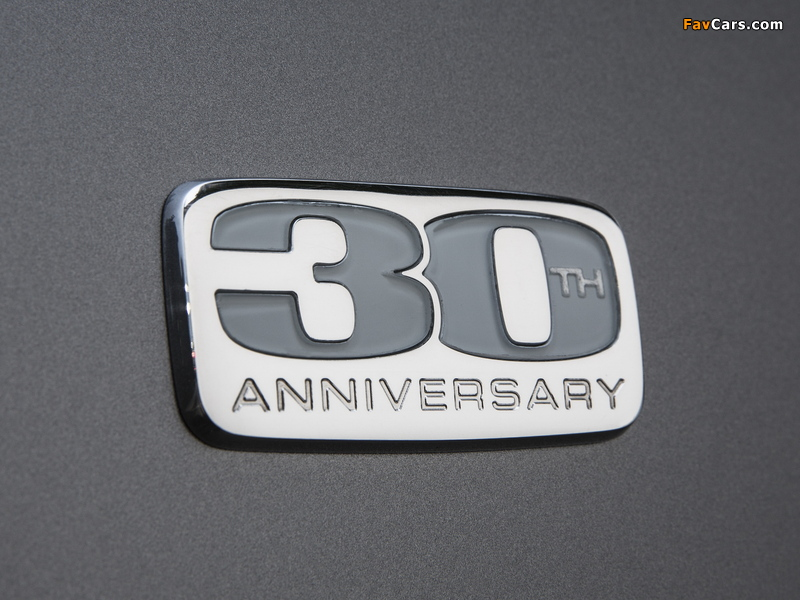Chrysler Town & Country 30th Anniversary 2013 wallpapers (800 x 600)