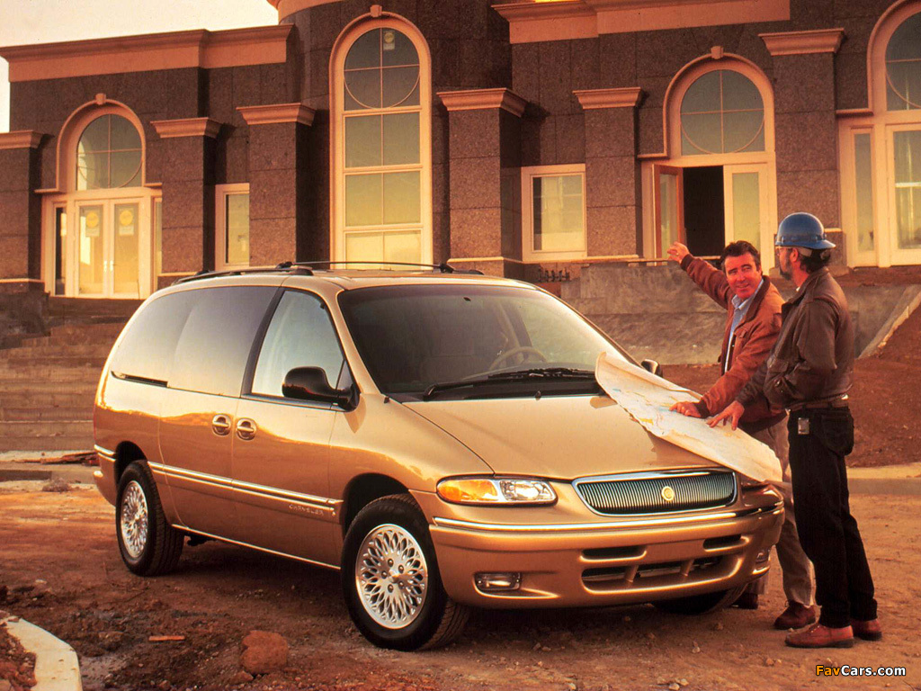 Chrysler Town & Country 1995–97 pictures (1024 x 768)