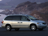 Chrysler Town & Country 2000–04 pictures