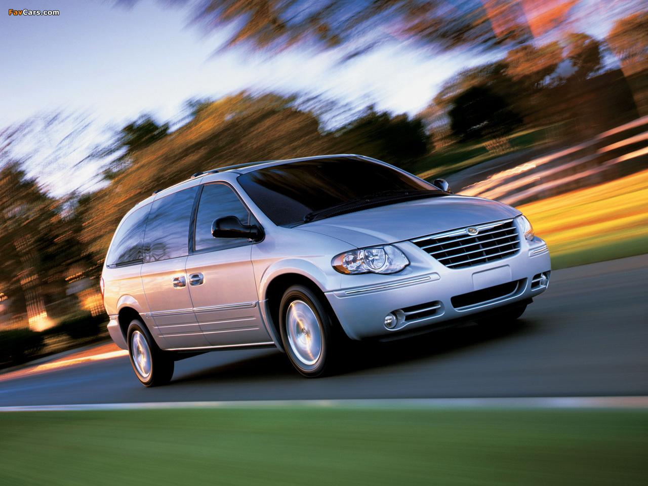 Chrysler Town & Country 2004–07 photos (1280 x 960)