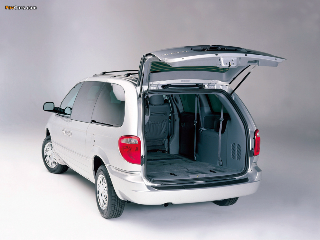 Chrysler Town & Country 2004–07 wallpapers (1024 x 768)