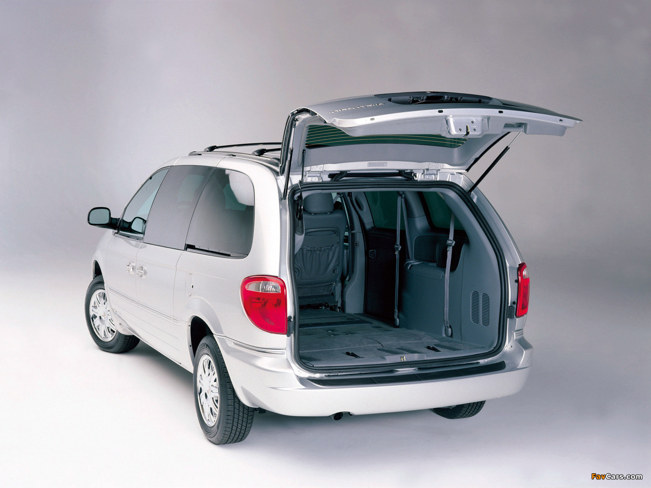 Chrysler Town & Country 2004–07 wallpapers (1280 x 960)