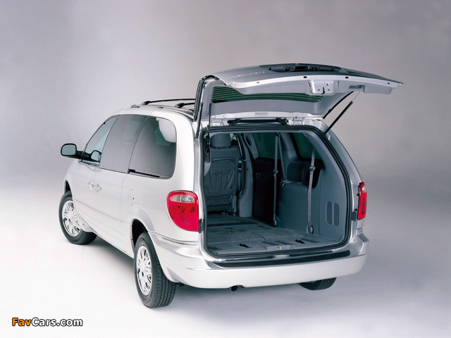 Chrysler Town & Country 2004–07 wallpapers (640 x 480)