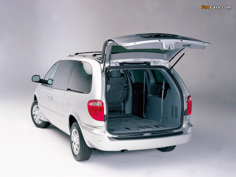 Chrysler Town & Country 2004–07 wallpapers (800 x 600)