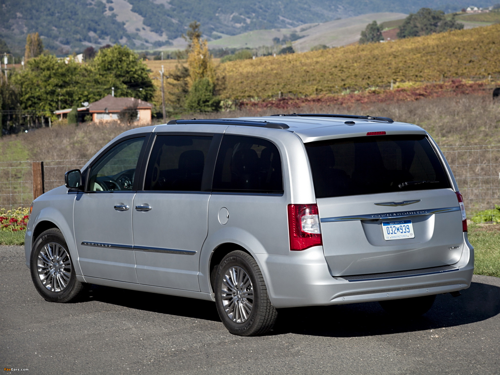 Chrysler Town & Country 2010 images (2048 x 1536)