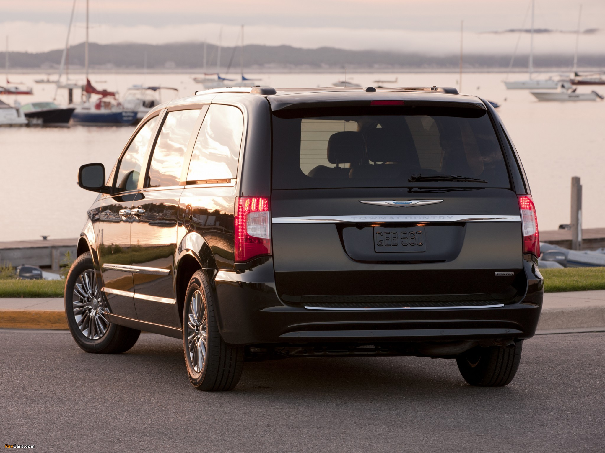 Chrysler Town & Country 2010 pictures (2048 x 1536)