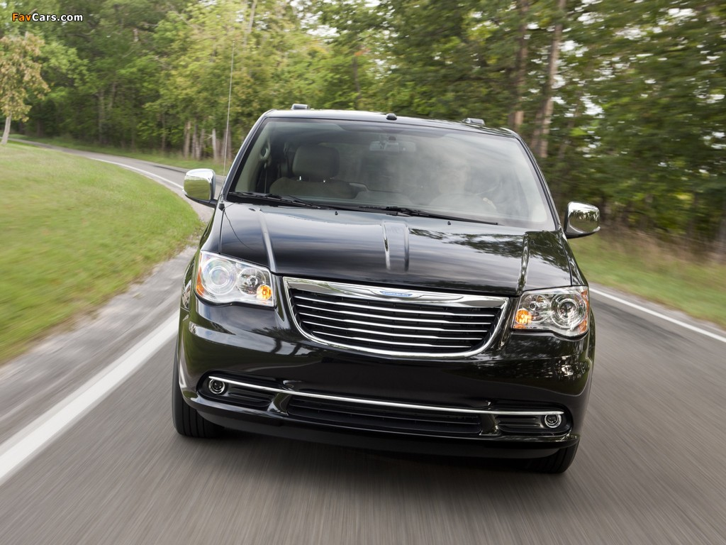 Images of Chrysler Town & Country 2010 (1024 x 768)