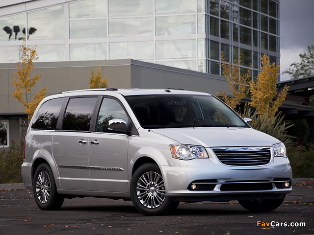 Images of Chrysler Town & Country 2010 (640 x 480)