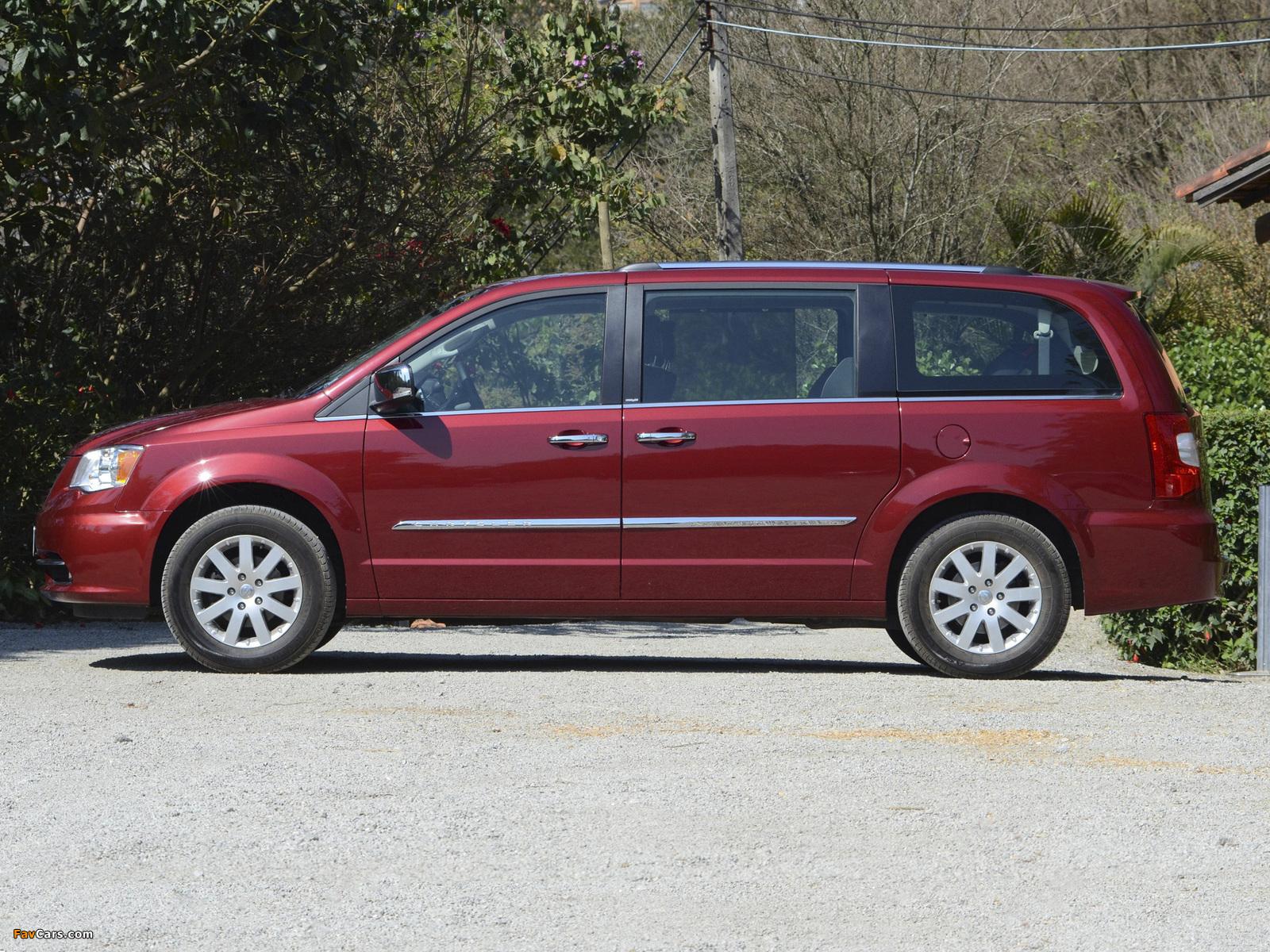 Photos of Chrysler Town & Country 2010 (1600 x 1200)