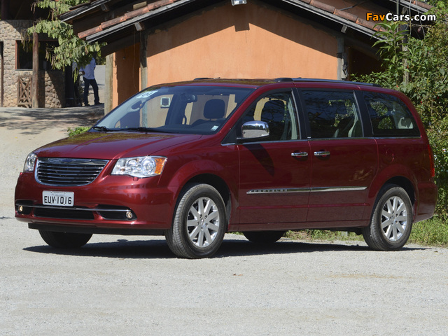 Photos of Chrysler Town & Country 2010 (640 x 480)