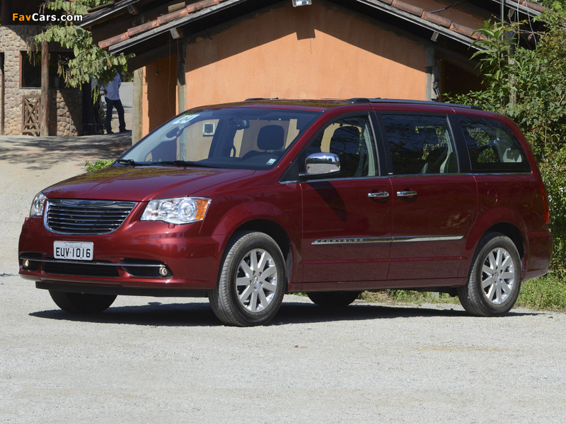 Photos of Chrysler Town & Country 2010 (800 x 600)