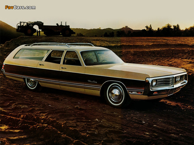 Photos of Chrysler Town & Country Station Wagon 1972 (640 x 480)