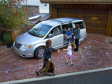 Photos of Chrysler Town & Country 2007–10