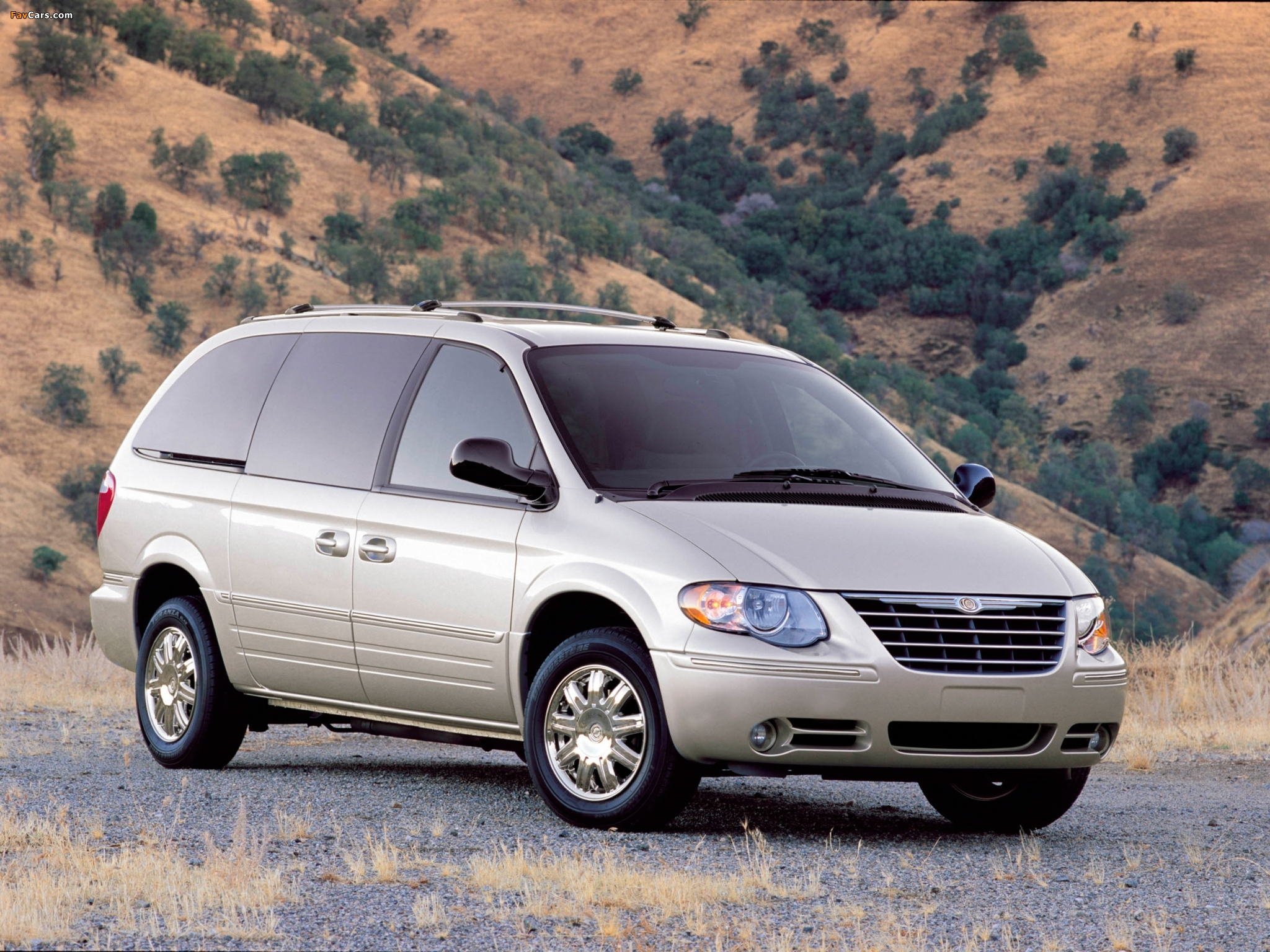 Pictures of Chrysler Town & Country 2004–07 (2048 x 1536)