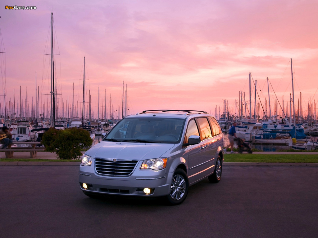 Chrysler Town & Country 2007–10 wallpapers (1024 x 768)