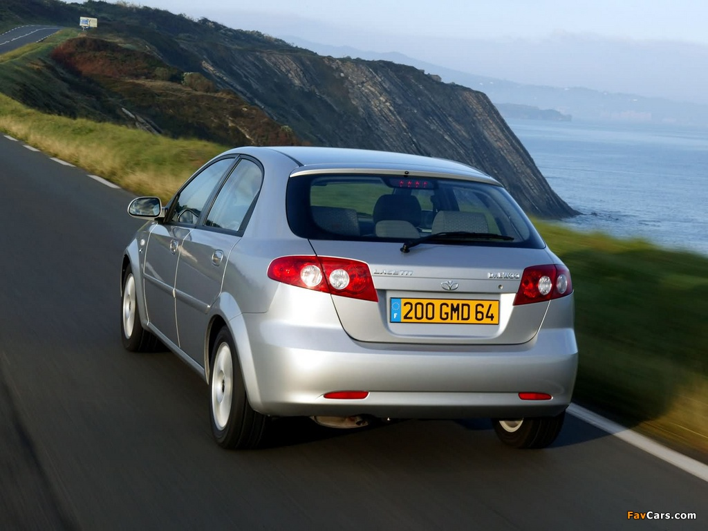 Daewoo Lacetti Hatchback CDX 2004–09 wallpapers (1024 x 768)